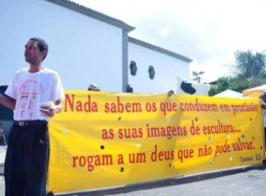 Evangélicos tentam converter pagãos durante festa de Iemanjá