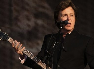 Para Paul McCartney, comparação entre Beatles e Oasis é o 'beijo da morte'