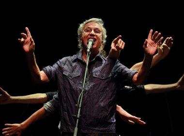 Caetano Veloso volta a Salvador com turnê 'Abraçaço'