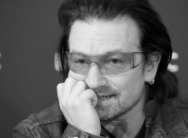 Após acidente de bicicleta, Bono diz que pode nunca mais tocar guitarra