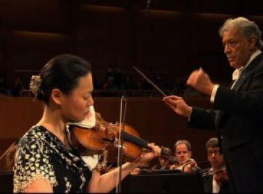 Violinista japonesa Midori faz concertos junto com orquestras juvenis baianas