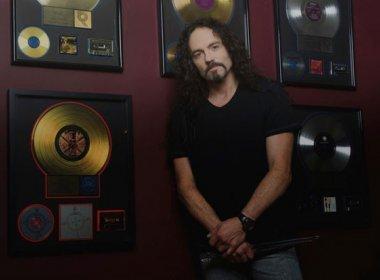 Ex-baterista do Megadeth morre aos 51 anos após sofrer parada cardíaca durante show