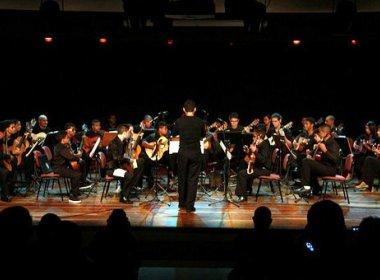 Orquestra de Cordas Dedilhadas do Neojiba celebra 1º aniversário com concerto gratuito