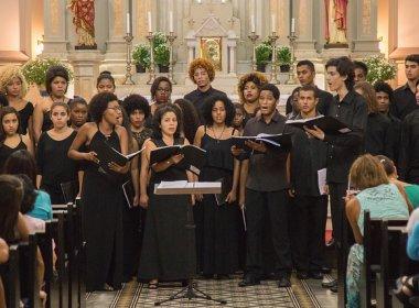 'Viagem pelas Américas': Coro Juvenil do Neojiba apresenta concerto gratuito