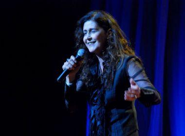 Joanna revisita 30 anos de carreira em show no Café-Teatro Rubi