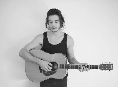 Tiago Iorc faz show em Feira de Santana neste sábado