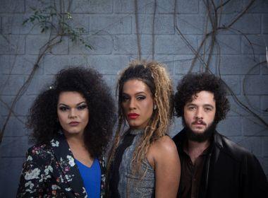 As Bahias e a Cozinha Mineira revela capa do novo álbum pelo Instagram de Paola Oliveira