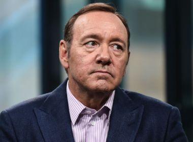 Segurança acusa Kevin Spacey de racismo no set de