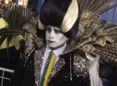 'Vampirão' da Tuiuti sai sem faixa presidencial no Desfile das Campeãs no Rio de Janeiro