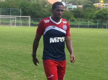 Tinga comemora anúncio oficial e garante foco com a camisa do Bahia