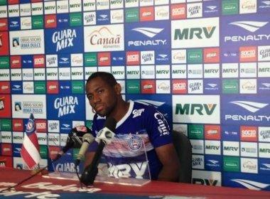 Tinga reclama de pênalti que resultou em gol do Vitória: 'Sacanagem'