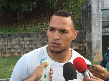 De férias, Titi visita treino do Bahia e faz elogios ao grupo tricolor