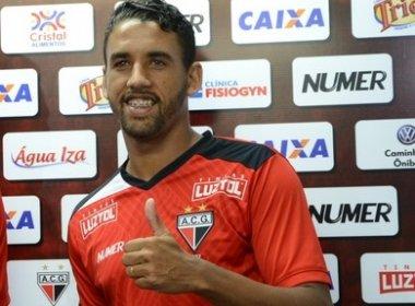 Bahia faz sondagem por volante Michel, destaque do Atlético-GO na Série B