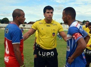 Diego Pombo Lopez apita jogo entre Fluminense de Feira e Bahia