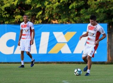 Com estiramento no ligamento do joelho, Edson está fora do jogo contra o Cruzeiro