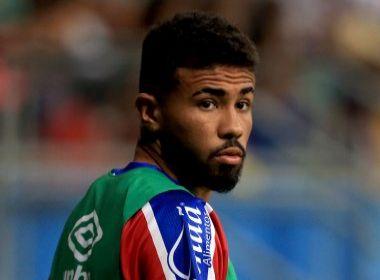 Recem-promovido ao profissional, Douglas renova com o Bahia até maio de 2018