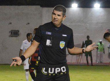 Marcelo de Lima Henrique apita o clássico entre Bahia e Vitória