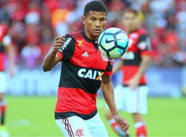 Bahia conversa com Márcio Araújo, volante do Flamengo