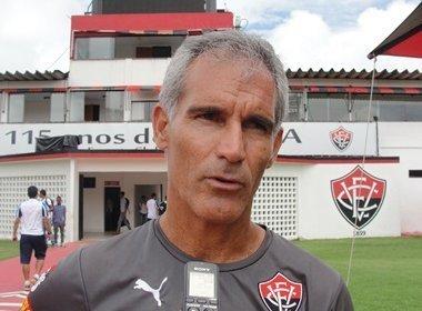 De Chapa: Carlos Amadeu ainda mantém contrato com o Vitória