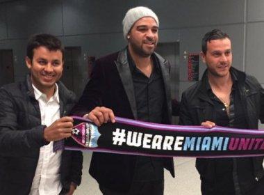 Adriano Imperador chega a Miami para retomar carreira no futebol