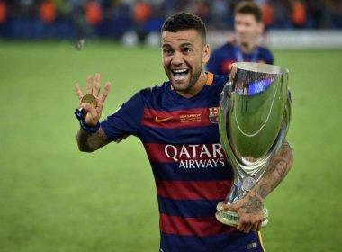 Segundo jornal, Daniel Alves irá jogar na Juventus; Barcelona nega