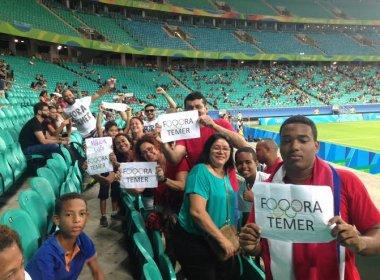 Rio 2016: Liberados para protestar, torcedores pedem saída de Michel Temer na Fonte Nova