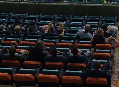 Tite marca presença na Arena Fonte Nova e assiste duelo entre Japão e Suécia