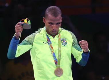 Robson Conceição revela assédio de políticos e ataca: 'Nunca fizeram nada por mim'
