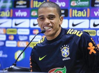 Douglas Costa é cortado e Taison é chamado para substituí-lo na Seleção Brasileira
