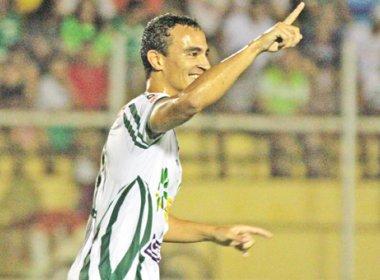 Decisivo, Alfredo celebra gols da vitória do Luverdense sobre o Náutico