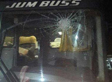 Ônibus do Jacobina é apedrejado em tentativa de assalto na BR-324