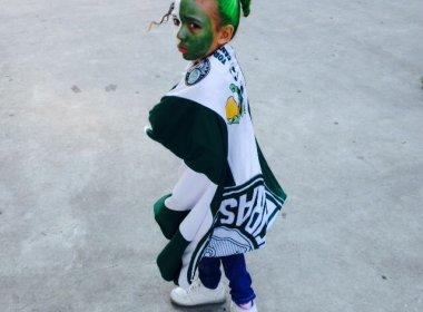 Por estar com rosto pintado, criança de 7 anos é barrada por PM no estádio do Palmeiras