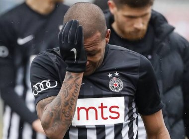 Alvo de racismo na Sérvia, jogador brasileiro critica postura dos adversários
