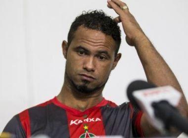 Após revogação de liminar no STF, goleiro Bruno volta à prisão