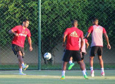 Diego Souza volta a treinar depois de ficar fora por três jogos