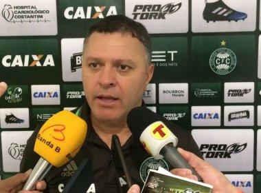 Técnico do Coritiba exalta time após triunfo sobre o Vitória: 'Todos se superaram'