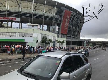 Torcedores do Flamengo enfrentam fila na Arena Fonte Nova atrás de ingressos
