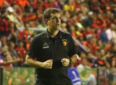 Substituto de Luxemburgo, auxiliar-técnico evita euforia: 'São 180 minutos'