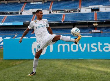 Lateral de quase 100 milhões passa vergonha na apresentação no Real Madrid; assista