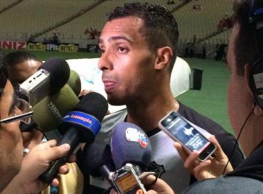 Atacante do Ceará acusa zagueiro do Internacional de racismo durante partida