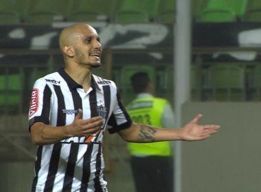 'Não é para tomar a p... do gol', esbravejou Fábio Santos após derrota do Atlético-MG