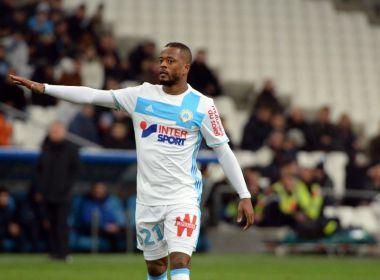 Uefa e Olympique de Marselha vão investigar agressão de Evra a torcedor; assista