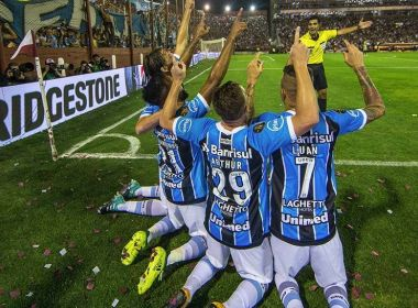 Com direito a golaço de Luan, Grêmio vence o Lanús e conquista o tri da Libertadores