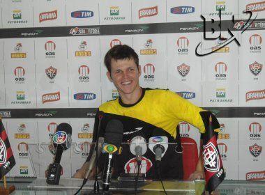 Aos 27 anos, goleiro ex-Vitória, Corinthians e Avaí anuncia aposentadoria