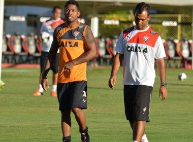 Marinho dá voltas ao redor do campo, e Vitória inicia preparação para pegar o Feirense