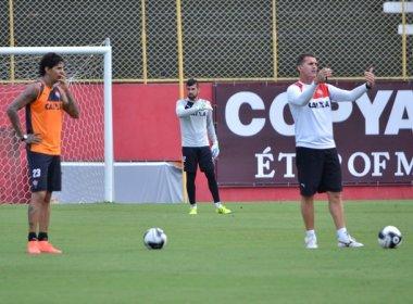 Com a presença de Victor Ramos, Vagner Mancini comanda treino tático no Barradão