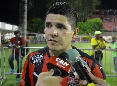 Pedindo tranquilidade, Diego Renan exalta 'atitude' do Vitória