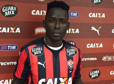 Perto de ser liberado pela Fifa, Kanu aguarda regularização na CBF para reestrear pelo Vitória
