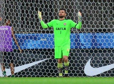 Fernando Miguel lamenta gol sofrido, mas valoriza triunfo contra o Coritiba