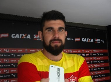 Fernando Miguel desabafa após derrota no Barradão: 'O Vitória não merece isso'